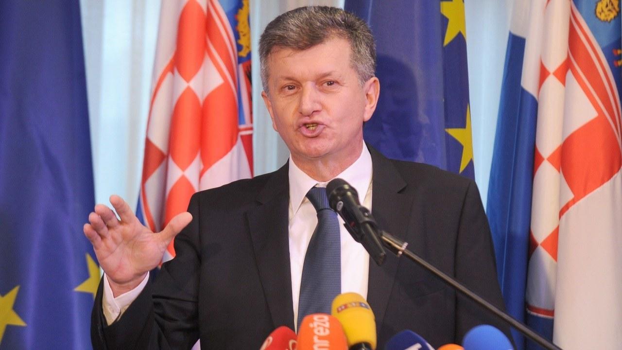 Kujundžić nije dao ostavku: 'Moral mi to ne dopušta! Stavljam mandat premijeru na raspolaganje!'