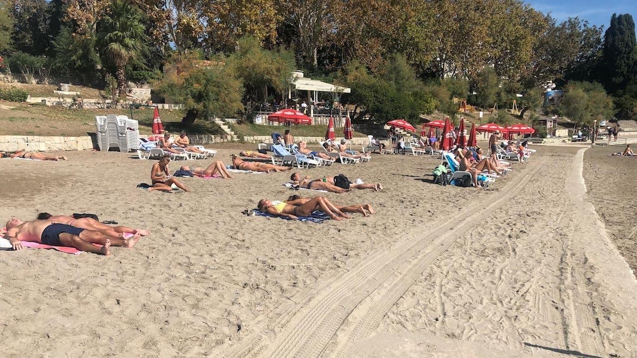 Koža pamti loše sunčanje: Na plažu bez parfema i s kvalitetnim naočalama